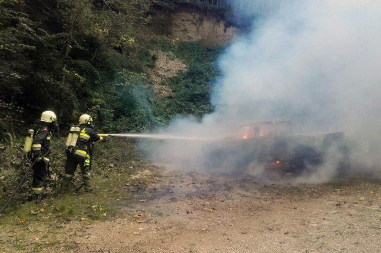 Brand eines Kfz auf Güterweg