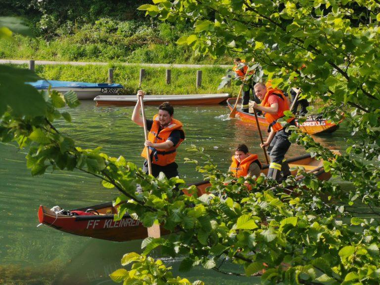 Wasserdienstübung mit A-Boot und Zillen